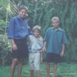 I miei figli in tenuta estiva ad Ischia (villa del nonno)