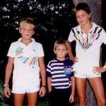 I miei figli in tenuta tennistica