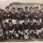 La Pro Vesuvio di San Giorgio a Cremano (paese di Troisi), mia prima squadra calcistica. Quasi non mi riconosco, sono il primo giocatore a sinistra accovacciato